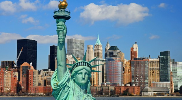 New York possui a maior população entre todas as cidades de seu país, além ainda de ter grande influência nos impactos econômicos do mundo